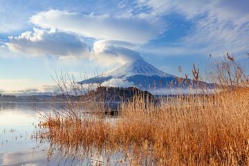 河口湖で眺める冬の富士山 山梨県富士河口湖町にて