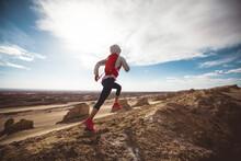 Fitness Woman Trail Runner Cro...