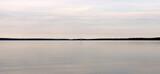 See mit einem Segelboot - 376218335