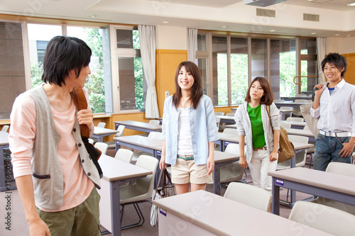 Fototapeta 講義終わりの大学生