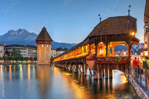 Foto Chapel Bridge and Mount Pilatus in Luzern (Lucerne), Switzerland