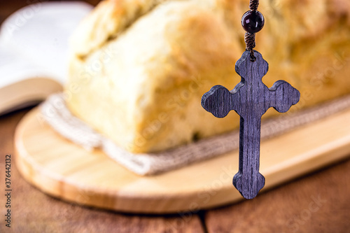 Fotografija homemade bread made in the Easter and Eucharist period, called Christ bread, rel