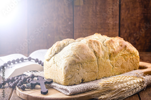 Valokuva homemade bread made in the Easter and Eucharist period, called Christ bread, rel