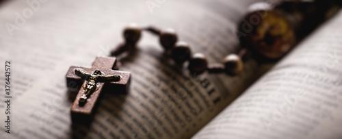 Obraz na plátně Christian wooden crucifix on open bible, point focus
