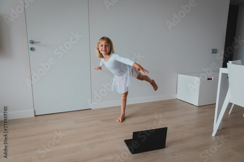 Ballet or gymastics lesson online. Remote learning for kids Fotobehang