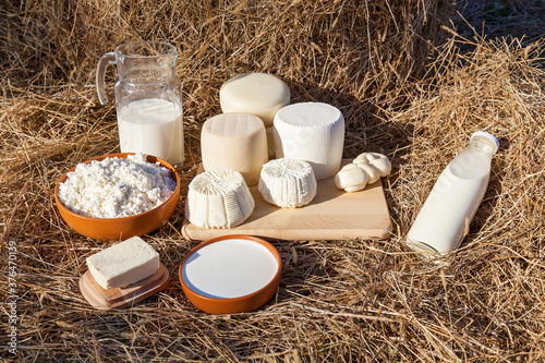 Photo dairy products on the background of hay