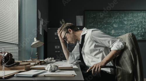Fotografia Brilliant mathematician sitting at desk and studying math formulas