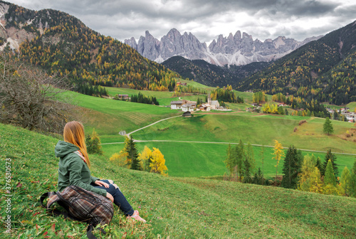 Girl with backpack is in famous best alpine place of the world Billede på lærred