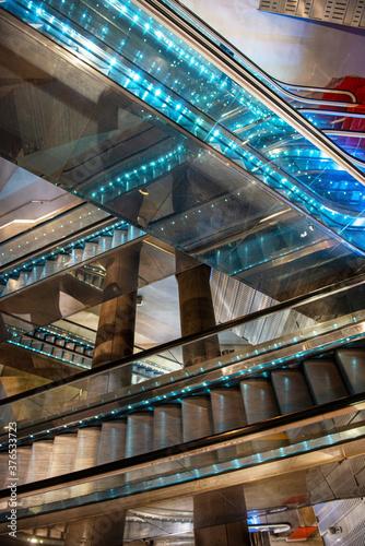 Subway escalators Tableau sur Toile