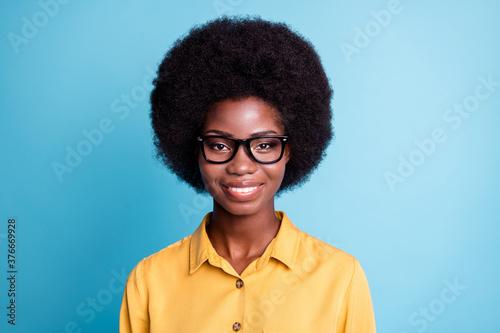 Fotografie, Tablou Photo of dark skin big volume hairdo woman beaming toothy smiling straight nice