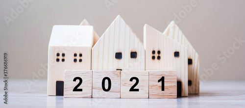 Fotografía 2021 Happy New Year with house model on table wooden background