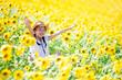 canvas print picture - ヒマワリ畑で遊ぶ少女