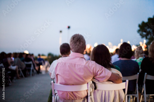 People are watching a concert of classical music Fototapet