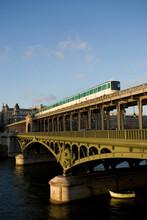 Train On Bir-hakeim Bridge, Ba...
