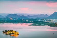 Lake Pichola, Udaipur, Rajasth...