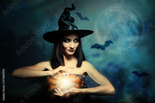 Leinwand Poster Halloween fantasy. Scary witch conjuring on full moon night