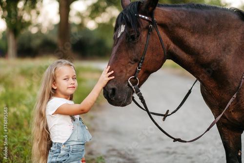 Obraz na plátně Friendship of a child with a horse
