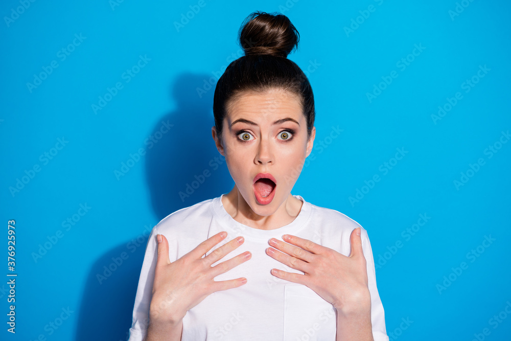 Fototapeta Close-up portrait of her she nice-looking attractive lovely pretty impressed stunned wondered girl incredible news reaction isolated over bright vivid sine vibrant blue color background