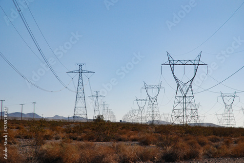 Fotografija High-voltage electrical power lines in California, USA