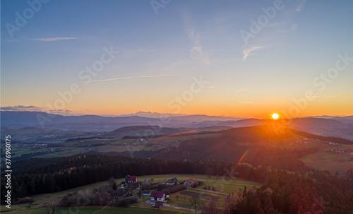 Wysokie, Limanowa, zachód słońca z widokiem na góry