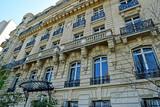 Fototapeta Londyn - Paris; France - march 31 2019 : the Edith Piaf apartment block