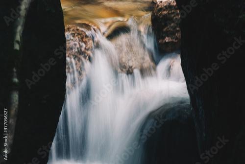 Fotografie, Obraz 山を流れる川と水