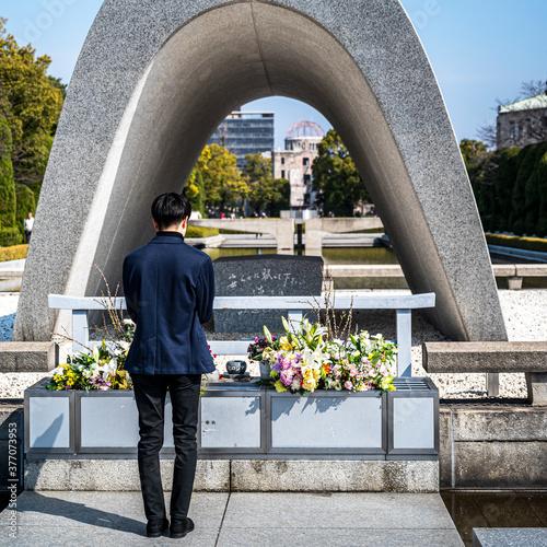 Fotografie, Obraz 祈る人・広島平和記念公園