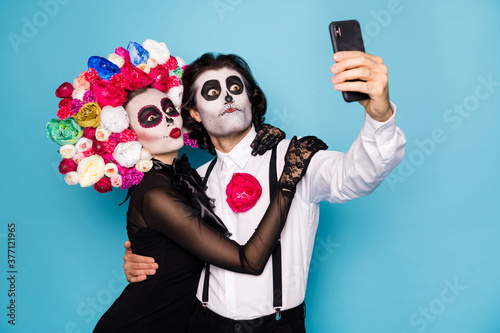 Fotomural Photo of cute funny zombie couple man lady girl embrace hold telephone make self