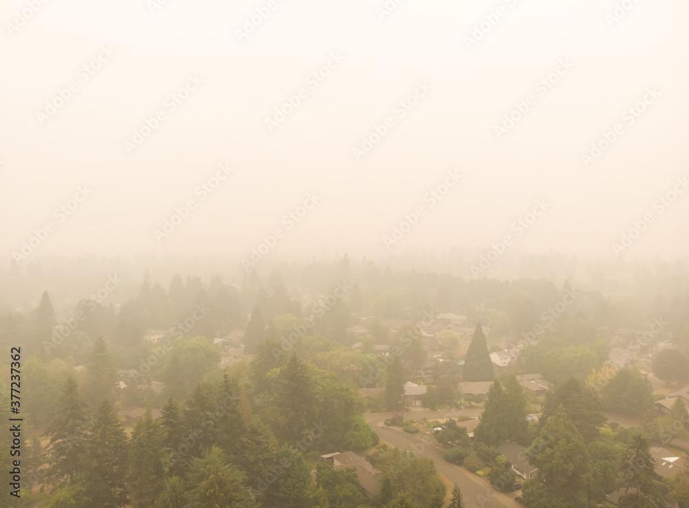 Fototapeta Beaverton Oregon city in smoke, behind burning forests, top view, news