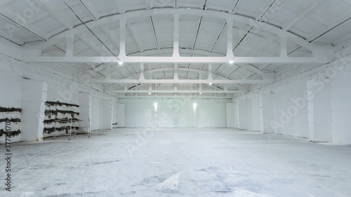 Canvastavla Industrial building interior with white brick walls, concrete floor and empty sp