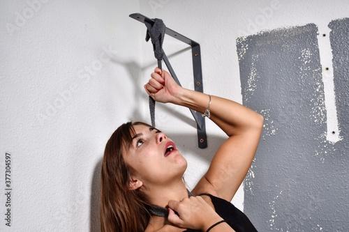 Vászonkép Femme qui se bat contre le suicide