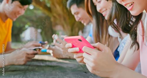 Valokuvatapetti young students use smartphone