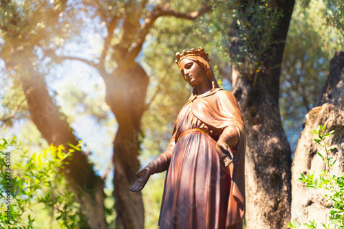 Photo The Statue of the Virgin Mary in the Virgin Mary House, which is visited by pilg