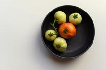 Minimalistic Homegrown Tomatoe...