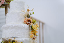Beautiful Wedding Cake With Bl...