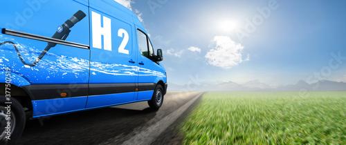 Lieferwagen Van fährt mit Wasserstoff