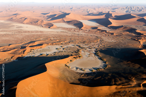 Photo The sossusvlei desert helicopter view