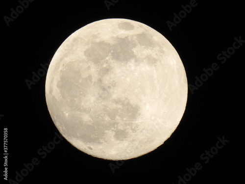 Fotografiet the Earth's natural satellite, the moon in its different phases over the city of