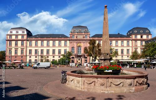Darmstadt, Marktplatz und Ludwigsplatz mit Obelisk und Schloss Canvas Print