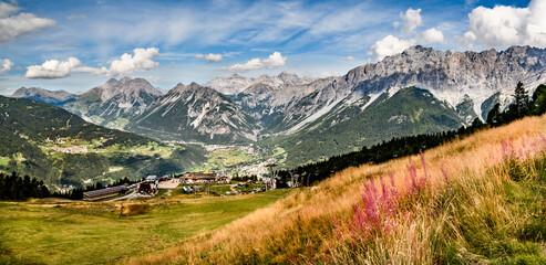 alte cime 01- dagli alpeggi, il panorama dei monti e della valle sottostante.