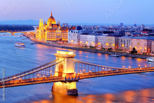 Fotografie, Obraz Budapest at night - Parliament, Hungary