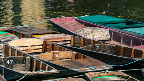 Fototapeta Punting boats on a river in Oxford