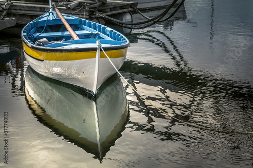 Photo La barque et son reflet
