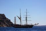 Schiff vor der Küste der Insel Santorini