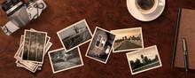 木製のビンテージなテーブルの上にあるアンティークなカメラと古い白黒写真の背景テクスチャー