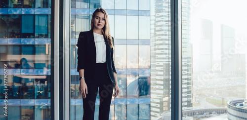 Half length portrait of pretty blonde business woman in trendy elegant formal we Fototapet