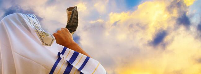 Fototapeta Formuła 1 Jewish man blowing the Shofar (horn) of Rosh Hashanah (New Year). Religious symbol