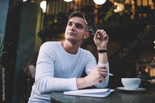 Pensive man thinking about essay in cafe Billede på lærred