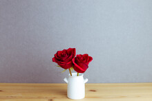 Red Rose Flowers In Vase On Wo...