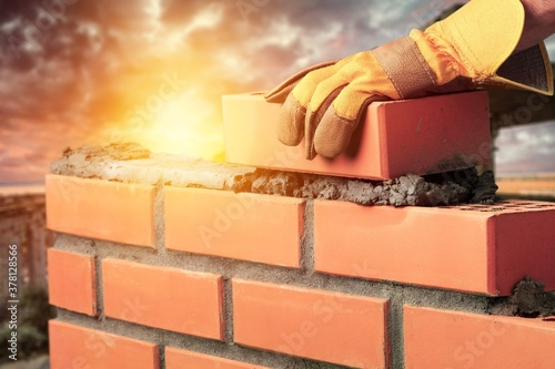 Vászonkép Bricklayer build cement masonry layer